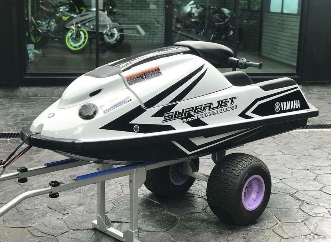 Previous Next Yamaha SuperJet Vesijetti