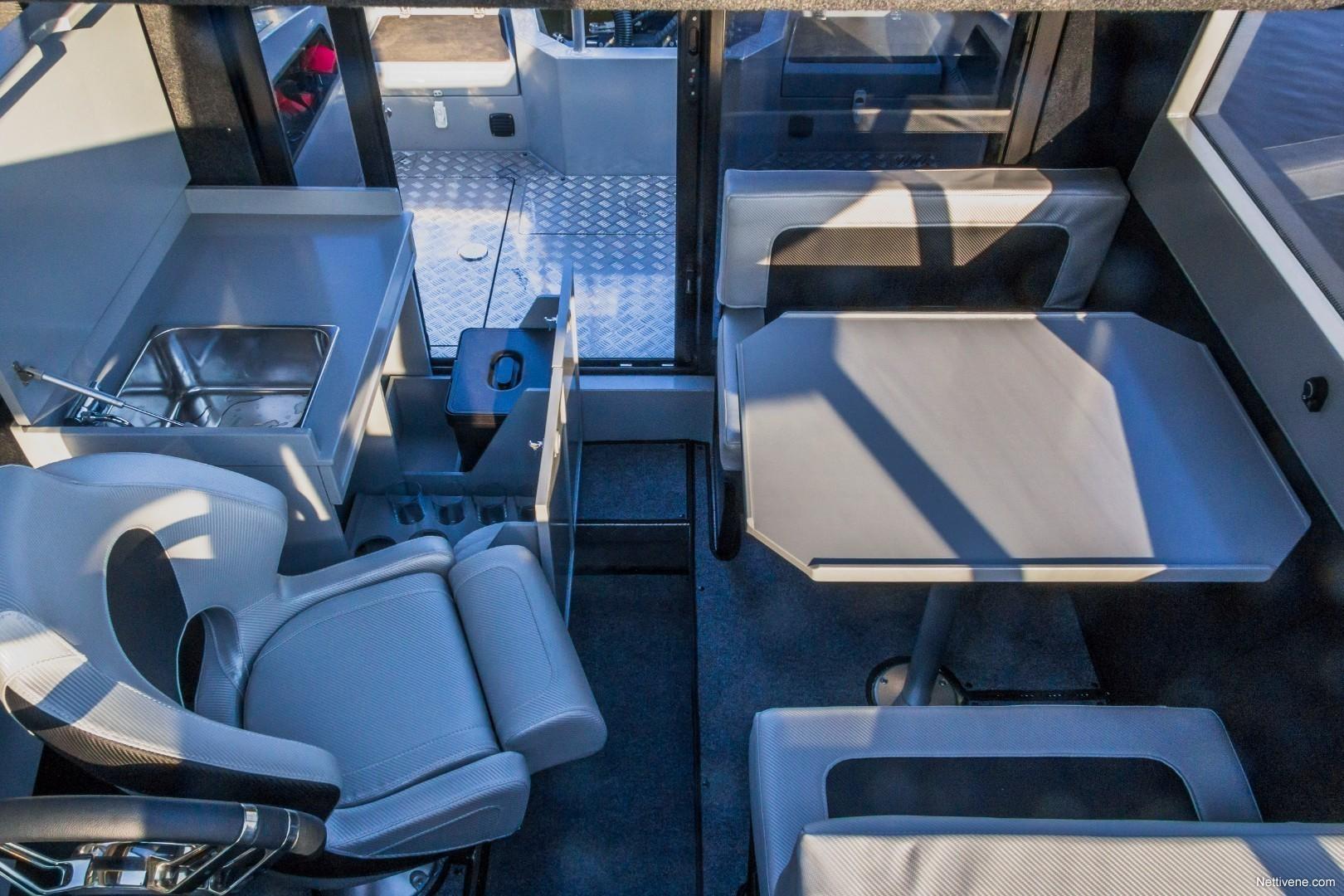 700 Cabin + F200
